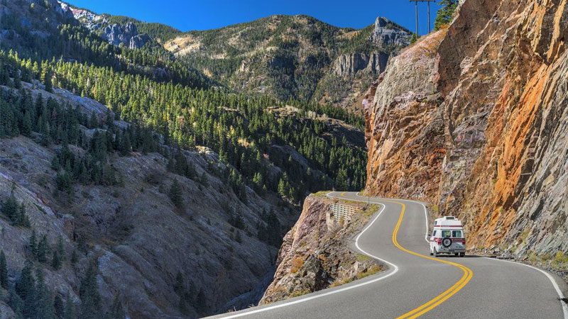 mountain-driving-difficult-on-a-rental-RV