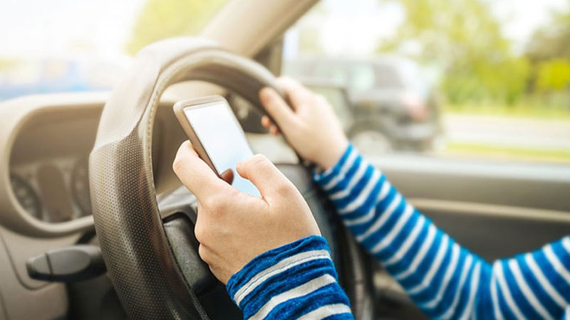 use-my-cell-phone-while-driving-an-RV