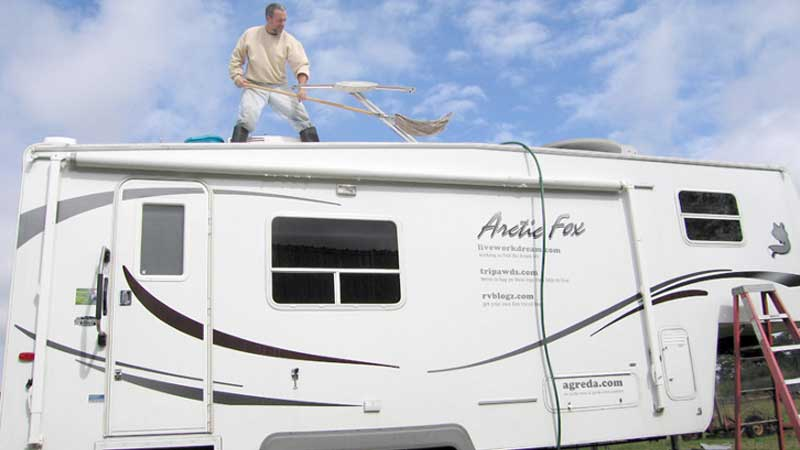 RV-Exterior-cleaning
