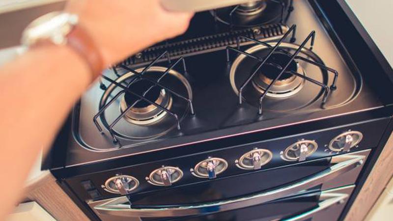 rental-RV's-cooking-range