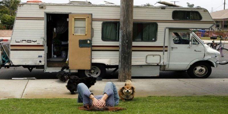 Who is responsible for buying insurance for a RV rental?