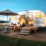 Stay in a Hotel or RV: 10 Factors that can help you decide?