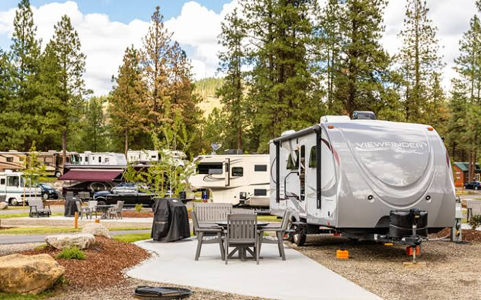 Cleaning RV tanks in campground